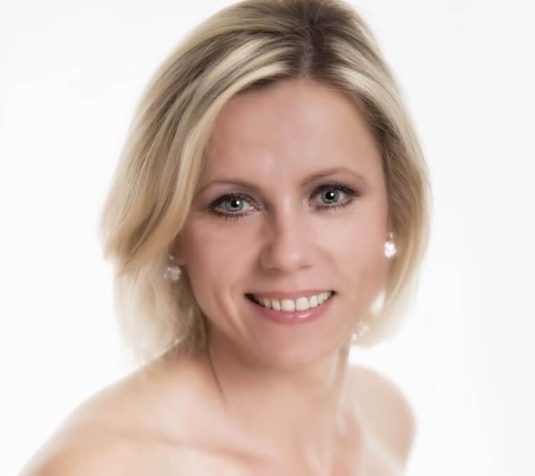 Sängerin Kara (Katarzyna Luft)